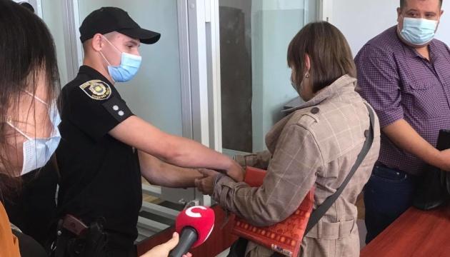 Бабушку мальчика, попавшего в больницу в коме, арестовали в зале суда