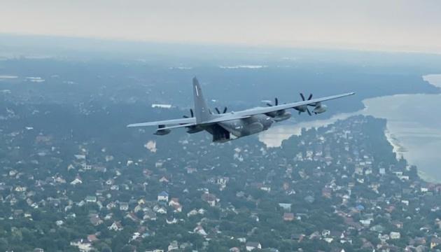 米ウクライナ軍人、キーウ上空を特殊作戦機で飛行