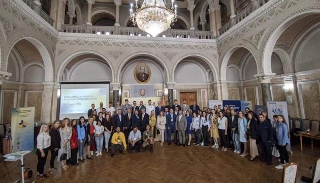 У Чернівцях провели Форум української молоді діаспори