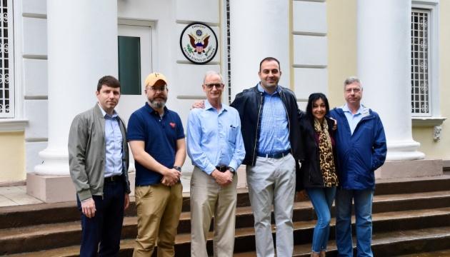 США скоротили свою дипломатичну місію у Білорусі