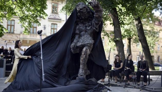 "Львів і Моцарт-син: хтось розгледів у скульптурі ніжну душу, хтось – ""чупакабру"""