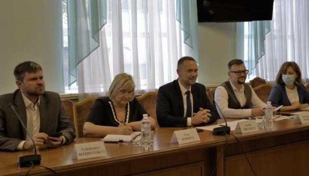 Шкарлет поговорив про вакцинацію педагогів з головою представництва ЮНІСЕФ