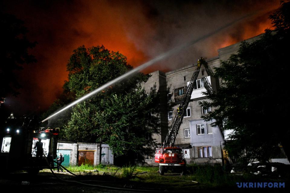 Incendio a gran escala en Zaporiyia: 60 rescatistas trabajan en el sitio / Foto: Dmytro Smolyenko, Ukrinform