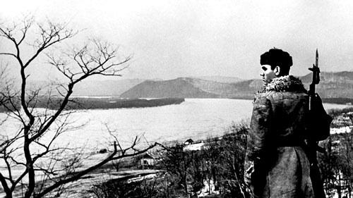 Радянський прикордонник на березі Уссурі (1969 р.)