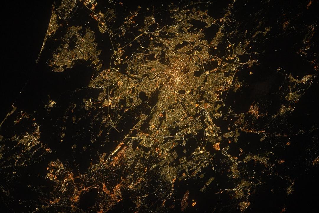 Астронавт зробив світлину вечірнього Рима й Ватикану з космосу