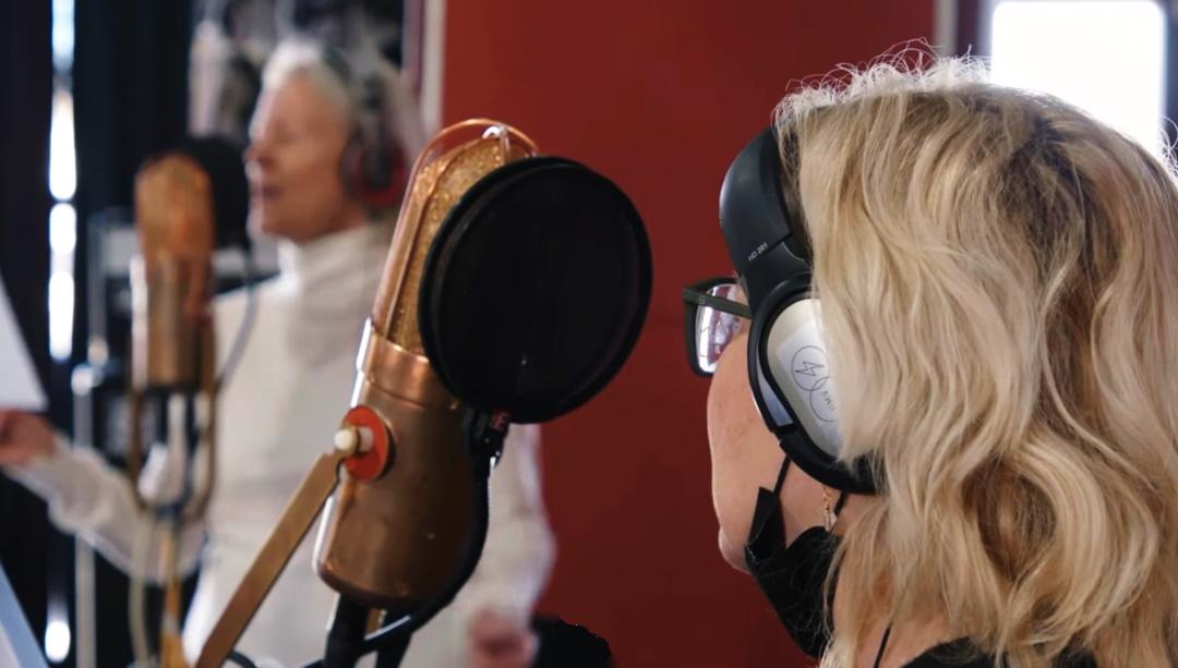 "Агнета Фельтског і Анні-Фрід Лінгстад  у стокгольмській  студії ""Riksmixningsverket"" Бенні Андерссона"
