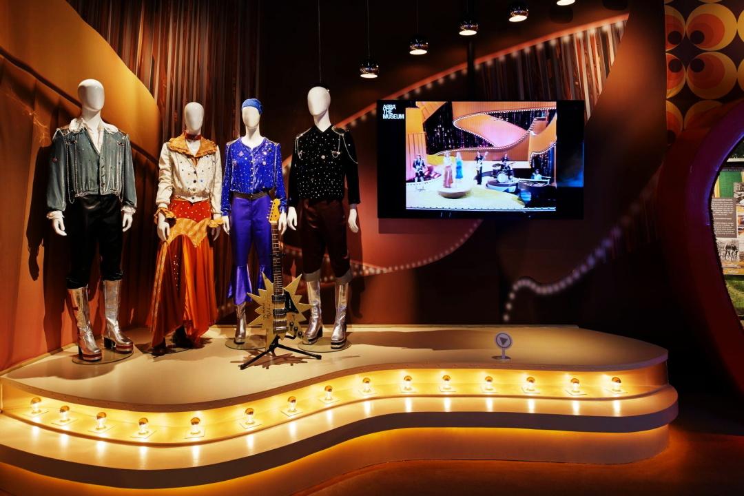 концертны костюми у мезеъ АВВА