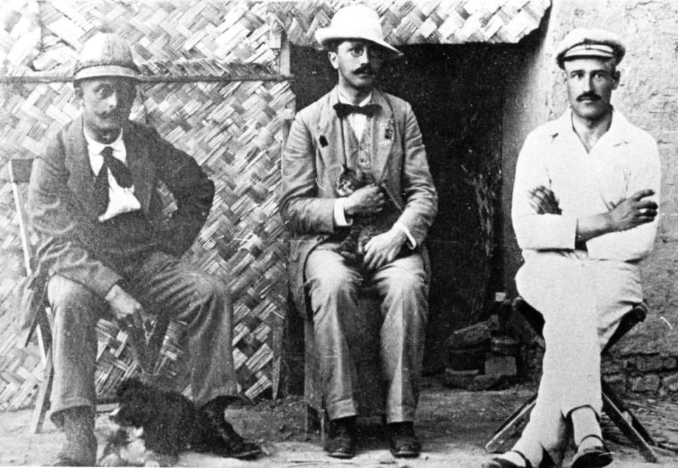 Станіслав Людкевич (в центрі) під час перебування в російському полоні. Перовськ (тепер – Казахстан), 1915 р.