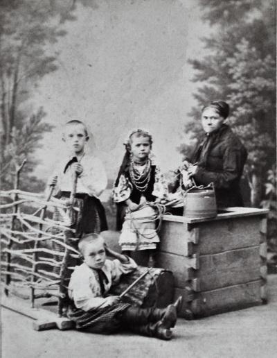 Назар, Орися, Юрій – діти Івана Тобілевича з нянею, Єлисаветград, 1883 р.