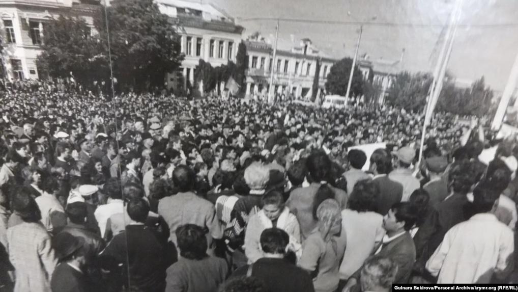 митинг крымских татар в Симферополе в октябре 1992 года после похищения 28-ми крымских татар