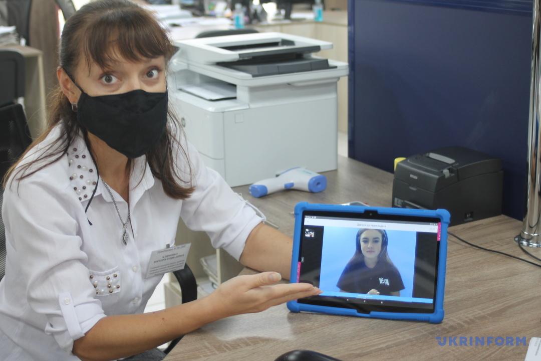 Зв'язок з сурдоперекладачем у прозорому офісі