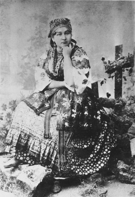 Софія Тобілевич у ролі Мелашки у виставі «Наймичка» за п'єсою Івана .Карпенка-Карого