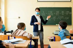 Столичные школы и детсады работают в обычном режиме - КГГА