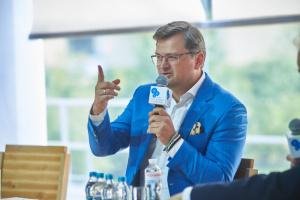 Кулеба закликає Угорщину не розкручувати емоції навколо угоди з Газпромом