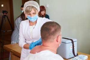 Франківських депутатів вакцинували від COVID-19 під час сесії