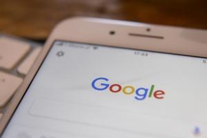 Google і Apple видалили застосунок Навального через тиск Росії