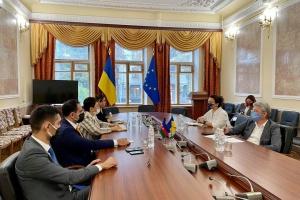 Ткаченко предлагает усилить сотрудничество с Азербайджаном в сфере кино