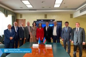 Украина и Азербайджан договорились об увеличении квоты разрешений на грузовые автоперевозки