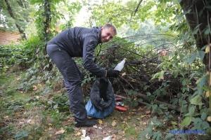 «Велике прибирання»: як київський Гідропарк гуртом від сміття прибирали