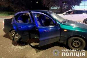 У Чернівцях чоловік під час руху стріляв в авто, де перебували троє дітей