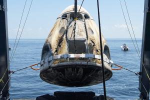 Корабль с гражданской миссией Inspiration4 успешно приводнился у Флориды