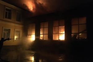 У чугуївській школі сталася пожежа: вогонь знищив спортзал