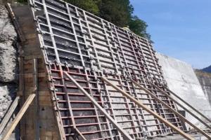 На Закарпатті у курортних Квасах зводять підпірну стінку для захисту села від паводків