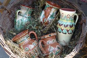 На Прикарпатті майстри розпишуть кахлі для гуцульської печі біля «Дзбана»