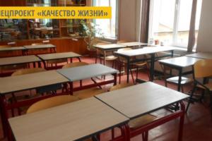 Жительница Луцка просит запретить празднование 14 октября и 8 марта в школах