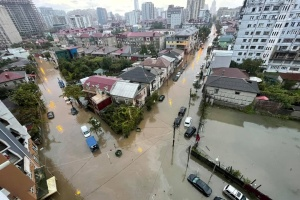 Машины и первые этажи в воде: Батуми затопили ливни