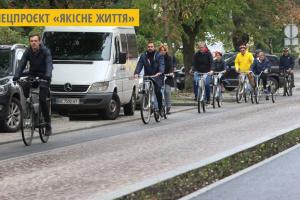 Чиновники Львівської міськради провели засідання на велосипедах