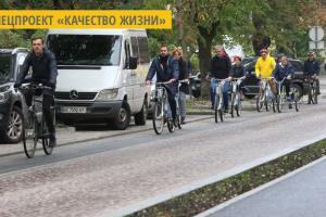 Чиновники Львовского горсовета провели заседание на велосипедах