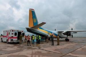 У Львів на лікування доправили літаком вісьмох військових