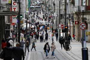 Португалия с 1 октября отменяет почти все карантинные ограничения