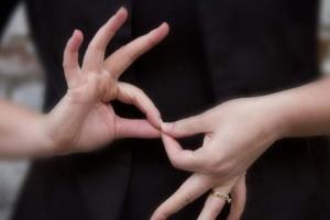 Мінсоцполітики: Для понад 40 тисяч українців жестова мова – єдина можливість комунікації