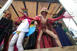 Закон про оліграхів, тріумф «Шахтаря» і цирк на воді