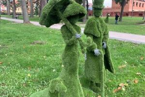 На Волині встановили вічнозелені скульптури-топіари
