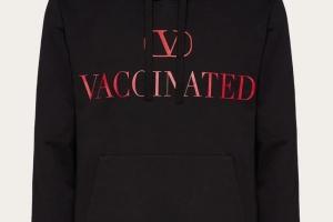 Бренд Valentino представил худи в поддержку вакцинации