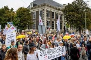У Нідерландах на мітинг проти обов'язкових COVID-сертифікатів вийшли тисячі людей