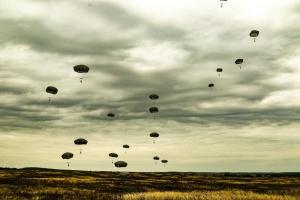 Rapid Trident-2021: Военные Украины и США провели совместное десантирование