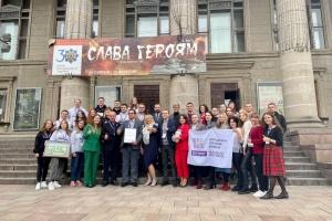 Тернопіль передав почесний статус «Молодіжна столиця України» місту Острог