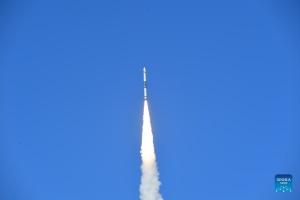 Китай запустив супутник для захисту від космічного сміття
