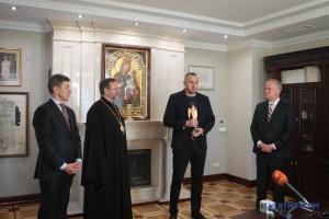 Глава УГКЦ вручил Сенцову награду за пример гуманизма