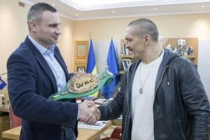 Klitschko presents Usyk with WBC belt