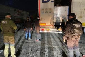 Нелегали із Сирії потрапили до України у вантажі тканин - ДПСУ