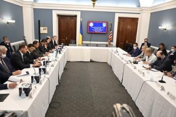 Zelensky se reúne con representantes del Caucus ucraniano en el Congreso de EE. UU.