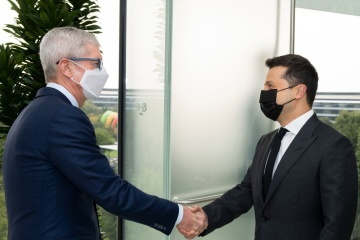 Zelensky se reúne con director ejecutivo de Apple