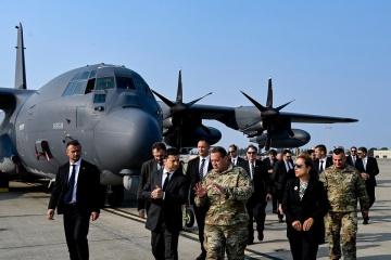Zelensky visita la base aérea de Moffett Field en California