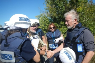 OSCE delegates arrive at 'Zolote' entry-exit checkpoint due to escalation in eastern Ukraine