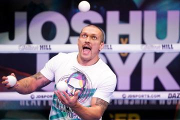 Usyk realiza una sesión de entrenamiento abierta antes de la pelea de Joshua